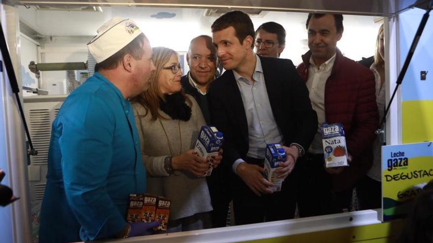 El candidato del PP, Pablo Casado, visita la Feria Raíces