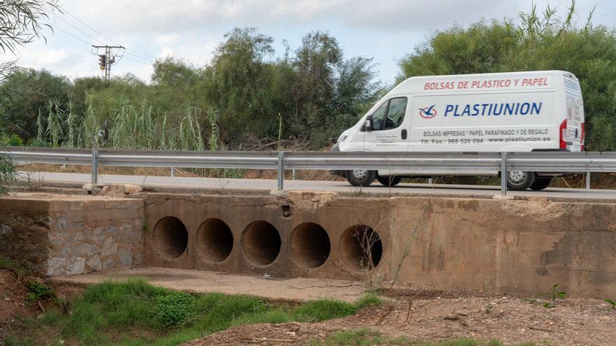 Arrancan las obras para evitar inundaciones en la carretera de Los Nietos