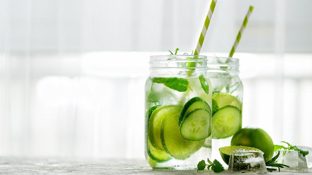 También podemos añadir otros ingredientes saludables como el limón o el jengibre.