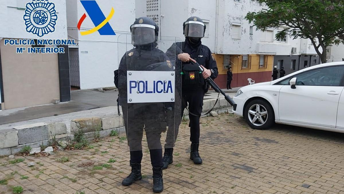 Agentes de la Policía efectúan registros domiciliarios en el Campo de Gibraltar.