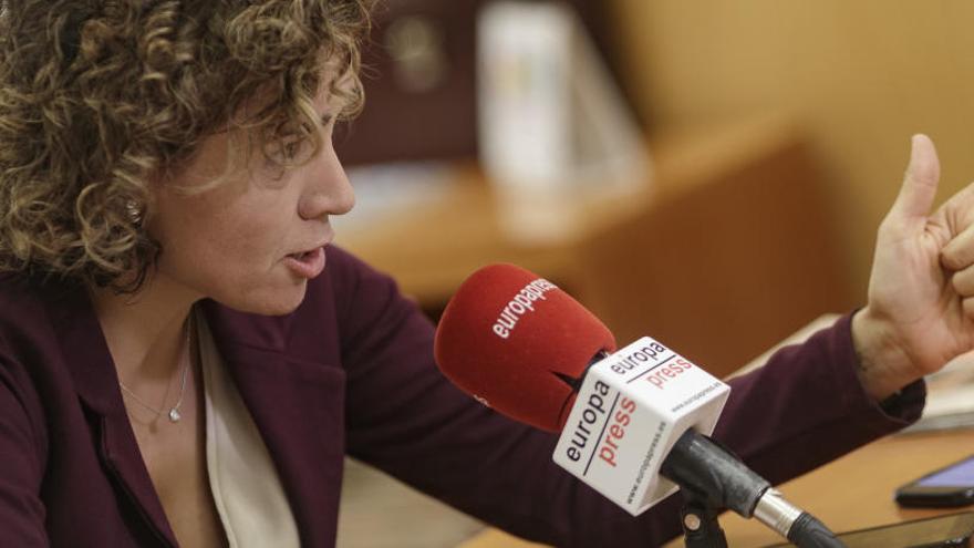 "Montserrat acusa a Sánchez de ""devorar"" al PSOE"
