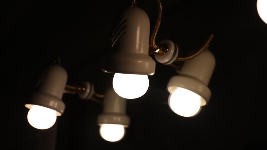 El precio de la luz baja un 20% el viernes, pero será el segundo más caro de la historia