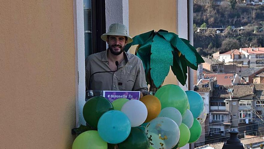 Gironella reinventa el Carnaval i el trasllada als balcons de cada barri