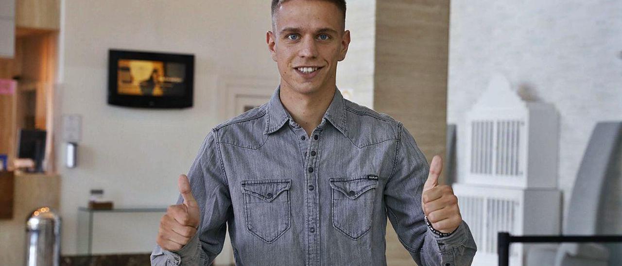 Nikola Cumic, ayer, en Gijón, en el hotel en el que se hospeda.