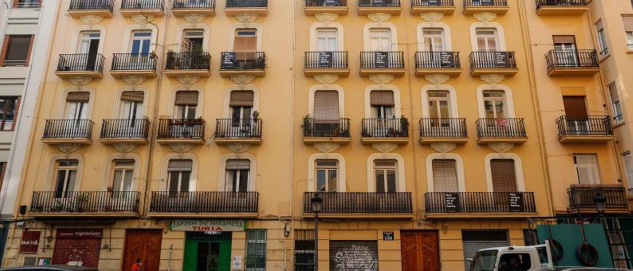 Apartamentos turísticos en Ciutat Vella, distrito muy afectado por la gentrificación.  | M.A.MONTESINOS