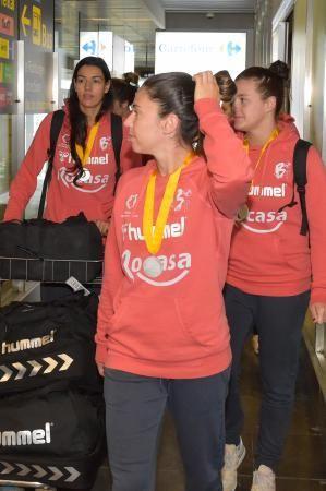 Llegada del Rocasa Remudas de balonmano, subcampeón de la copa Challenge de la EHF. Fotógrafo: ANDRES CRUZ  | 15/05/2018 | Fotógrafo: Andrés Cruz