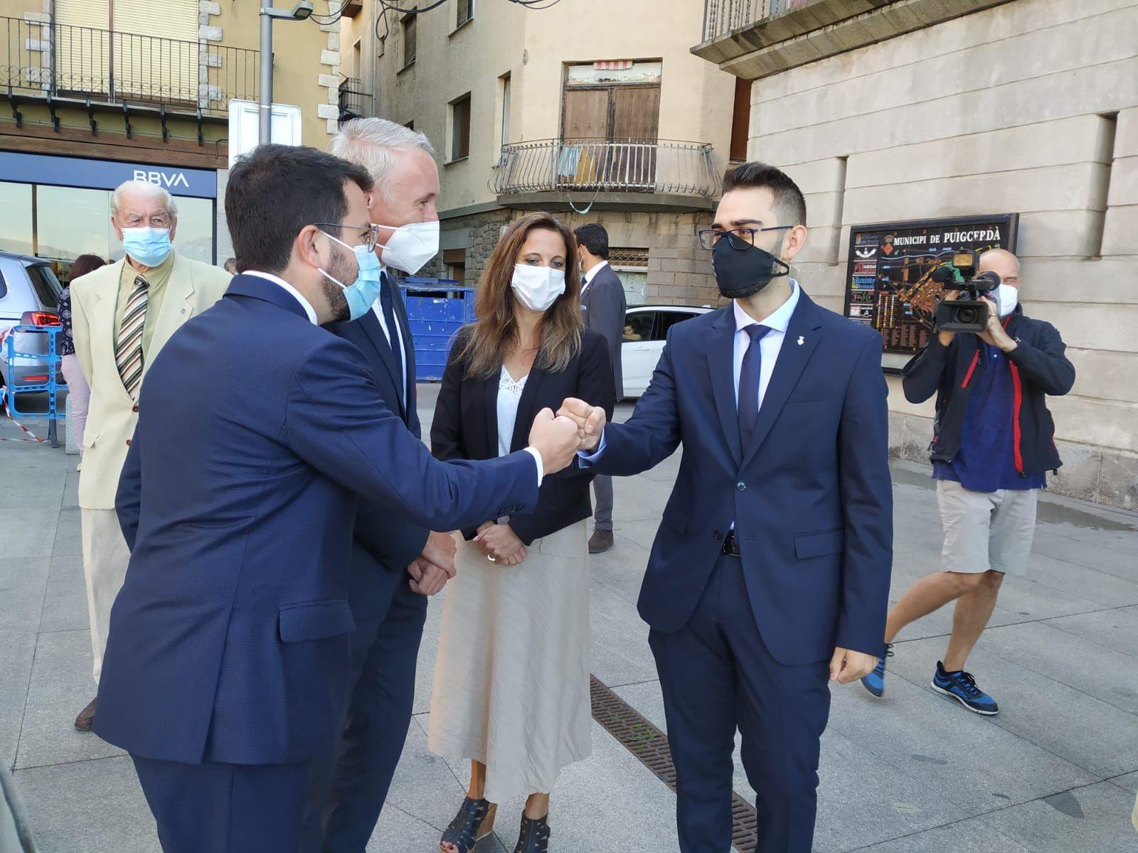 Salutació de Pere Aragonès a les autoritats de Puigcerdà