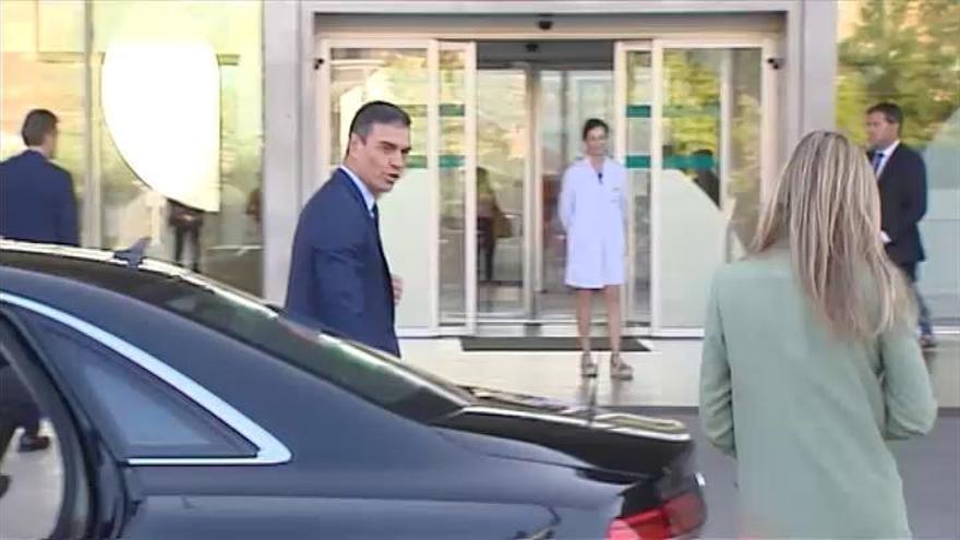 Sánchez acude al hospital para visitar al rey Juan Carlos