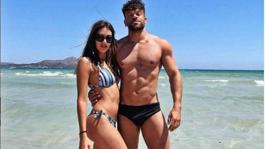 Ana Guerra y Ricky de 'OT', posado en Muro
