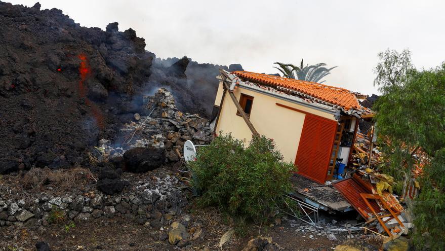 La lava arrasa decenas de casas en La Palma
