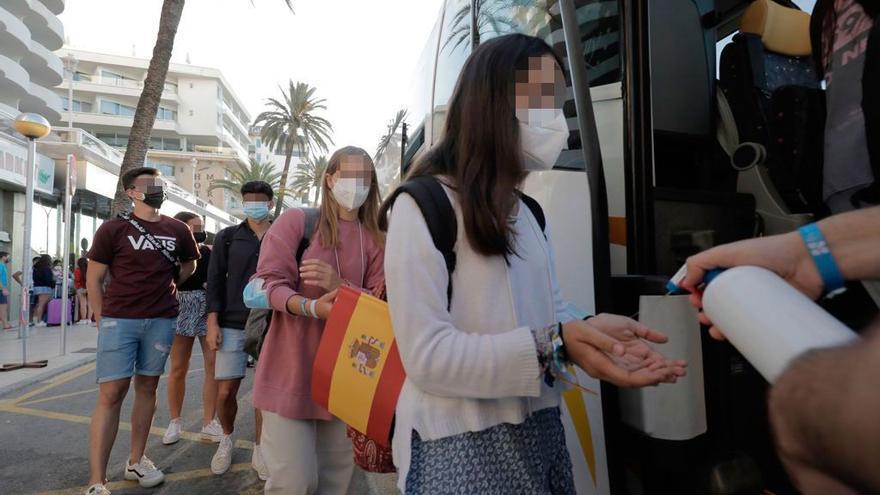 """El Govern, sobre los estudiantes que abandonan Mallorca: """"Dos estaban para irse esta mañana y han dado positivo"""""""