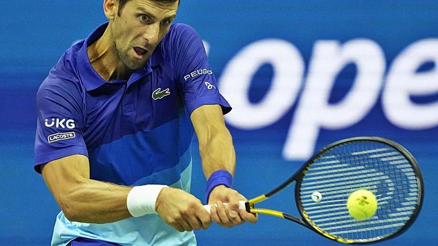 Djokovic sigue intratable y se clasifica para cuartos de final