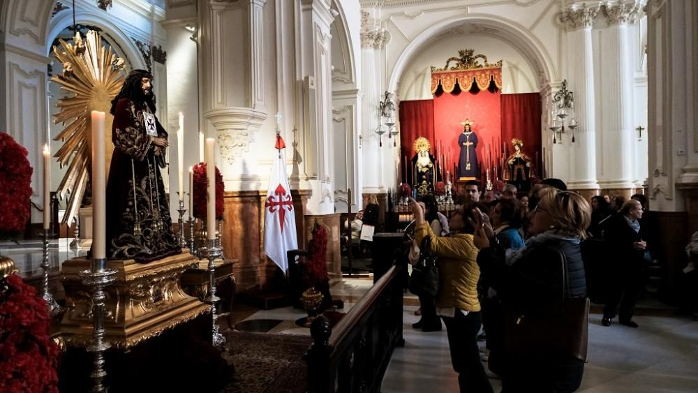 Málaga venera al Cristo de Medinaceli