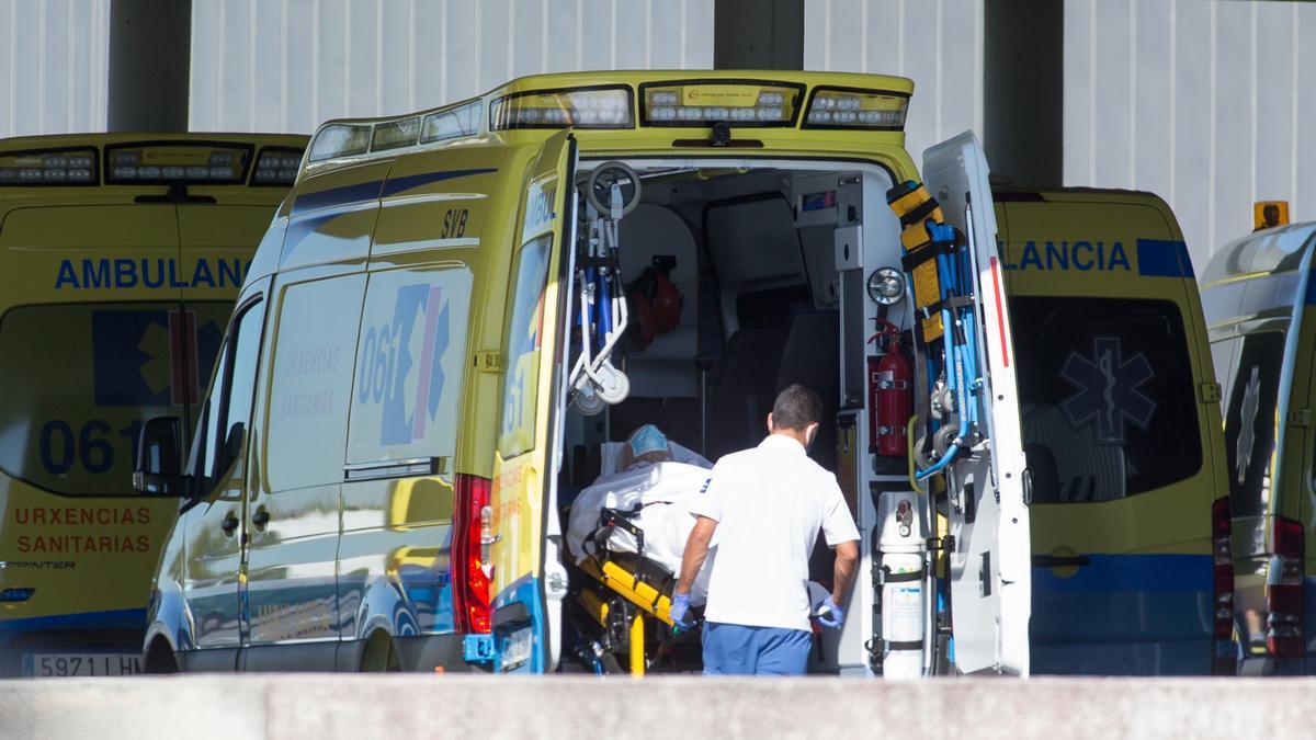 Ambulancia ante un hospital gallego.