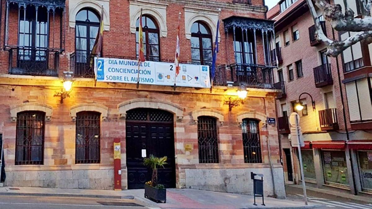 Cartel del Ayuntamiento de la Plaza del Grano. | E. P.