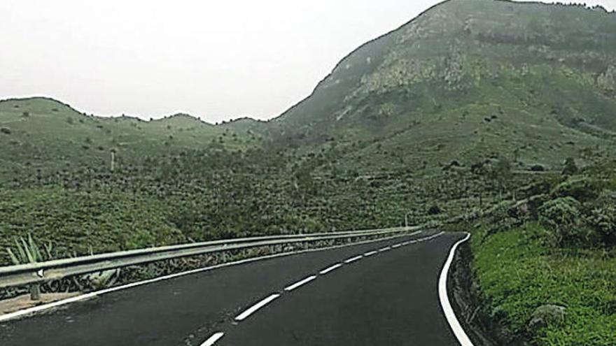 Cambio de vallas en la carretera de Alojera