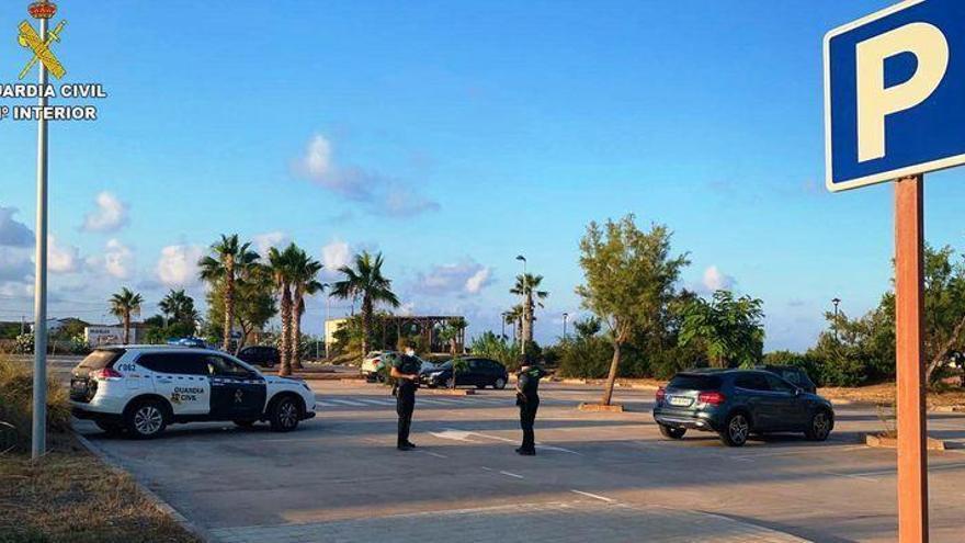 'Cazado' y a la cárcel por robar en 25 coches en la playa de Almenara