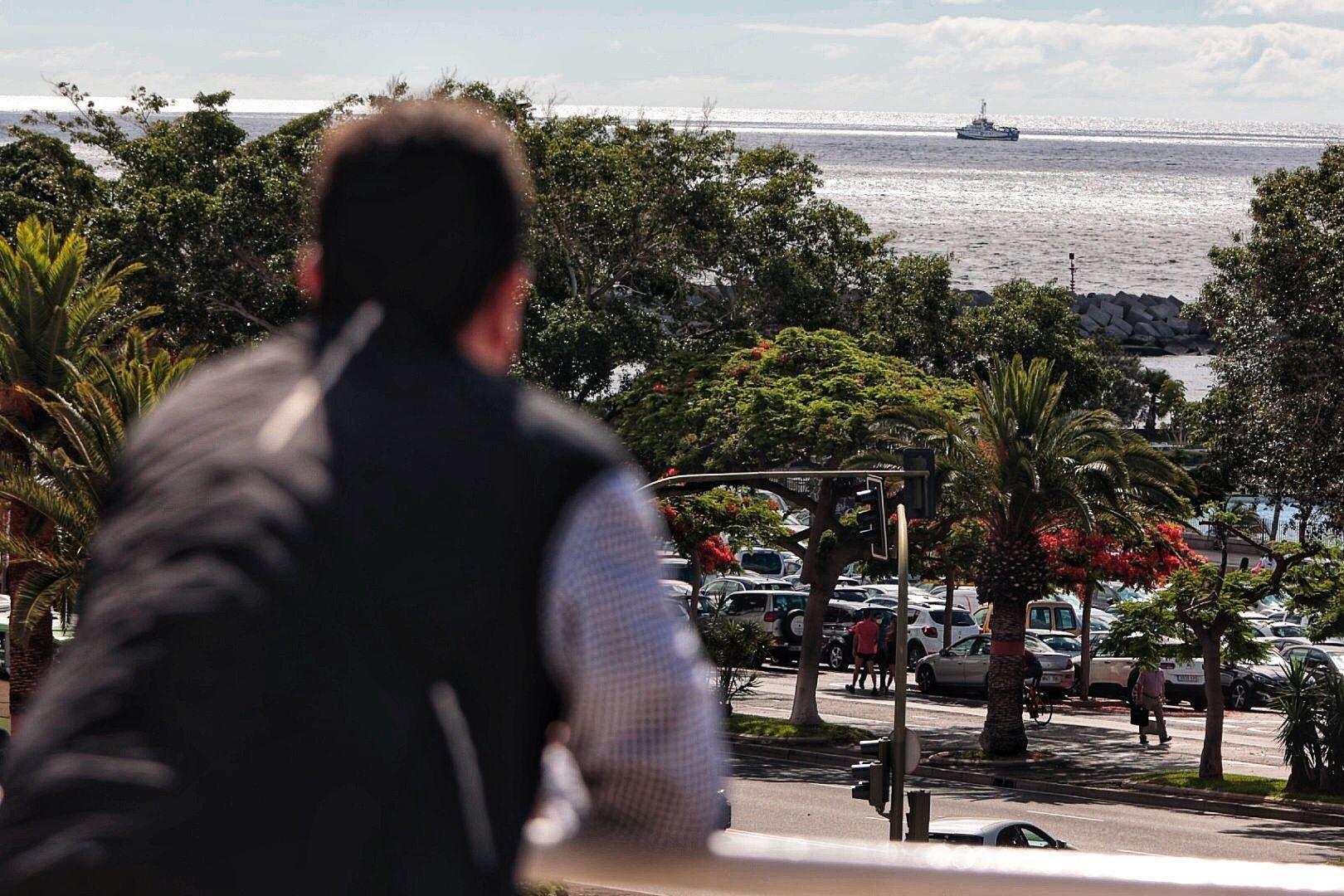 El buque 'Ángeles Alvariño' continúa realizando barridos cerca de la costa al sudeste de Santa Cruz de Tenerife