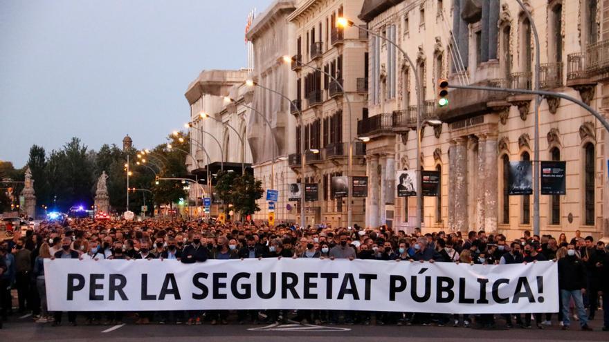 Mossos i policies locals protesten contra la pèrdua d'autoritat i els atacs directes