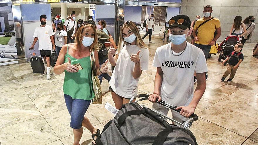 El turismo respira al esquivar nuevas restricciones de Reino Unido