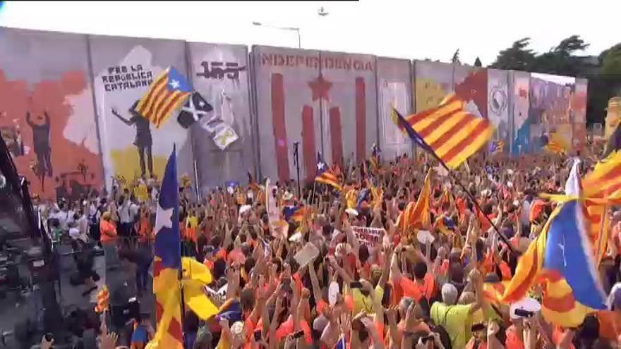 """Miles de personas marchan al grito de """"independencia"""""""