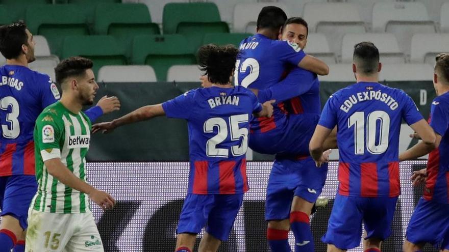 El Eibar agrava la crisis del Betis en el Villamarín