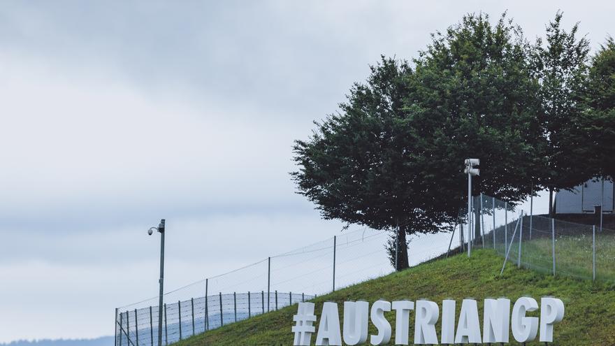 La Aprilia de Savadori se incendia en mitad de la pista en plena carrera de MotoGP
