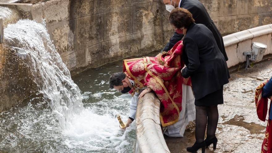 La Cruz de Caravaca bendijo las aguas desde el Templete