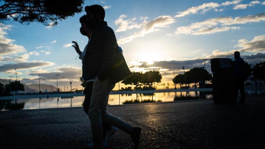 Canarias registra 100 casos, la cifra más baja de nuevos positivos en cinco meses