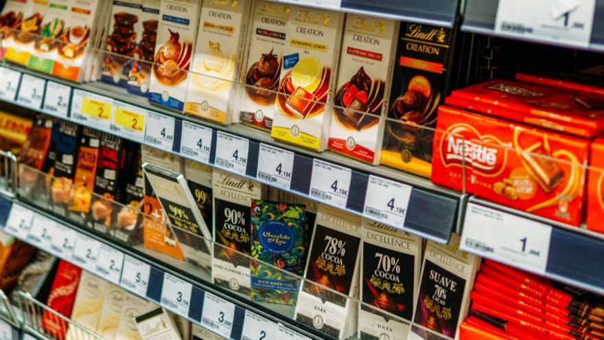 España lideró el alza del gasto en alcohol, dulces y aperitivos en Europa en el confinamiento