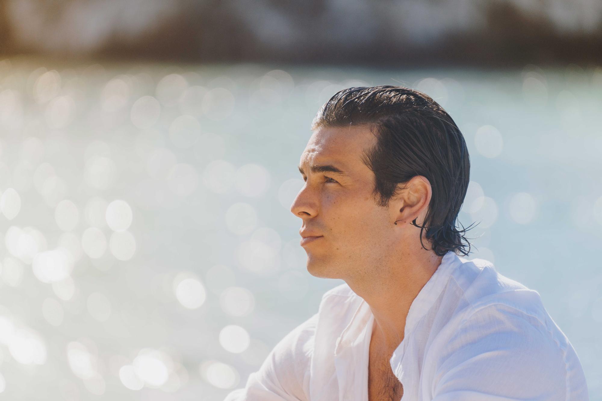 Mario Casas protagoniza 'Amor a primera vista', la nueva campaña de Estrella Damm