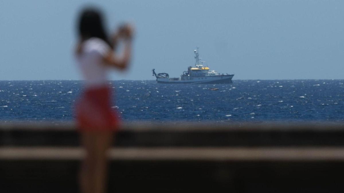 El buque Ángeles Alvariño.