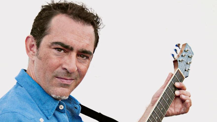 El músico Raúl Rodríguez planta 'La raíz eléctrica' en el 'Arrecife de las músicas'