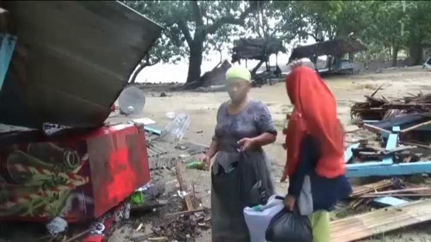 Suben a 429 los muertos por el tsunami