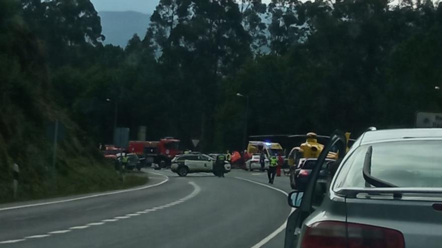 Muere un hombre de 63 años al chocar dos vehículos en la nacional Vigo-Santiago