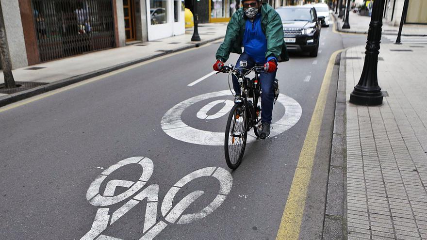 """Los ciclocarriles van a ritmo lento: """"Aún existe miedo a ir por la calzada"""""""