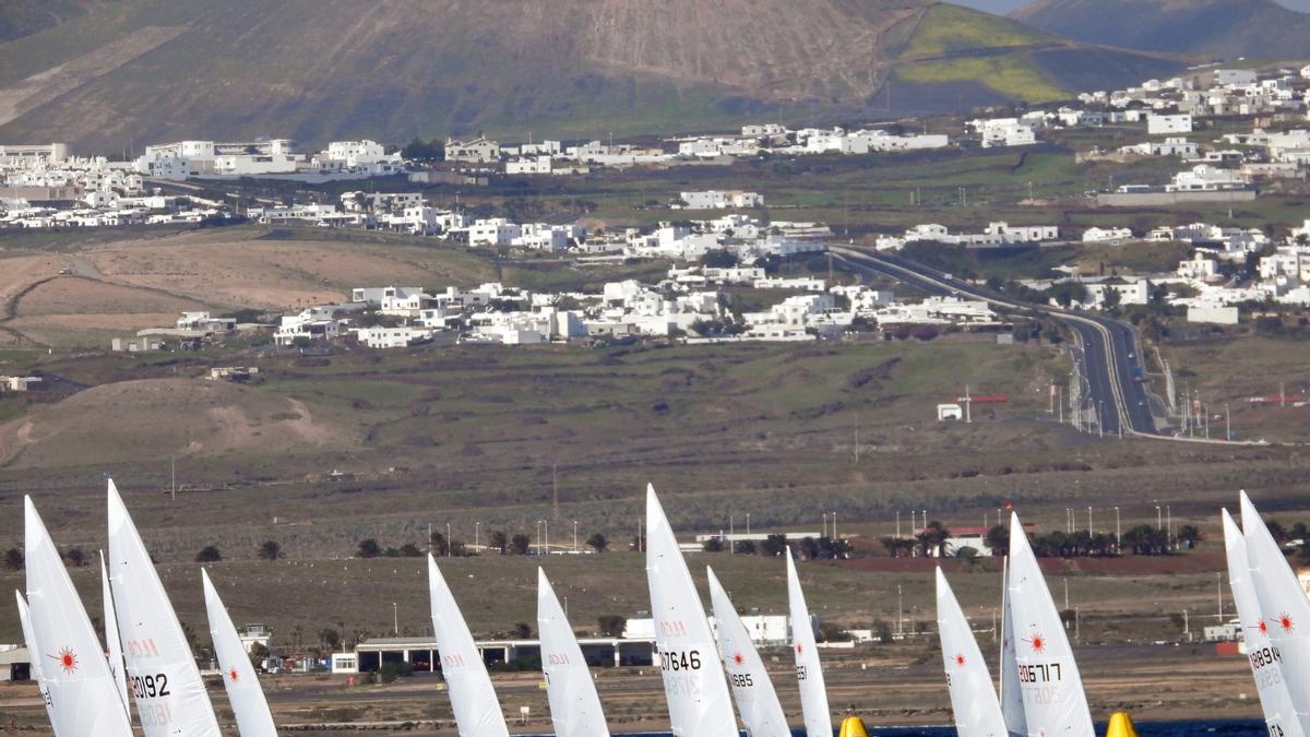 Bernaz en ILCA 7 y Rindom en ILCA 6 , líderes en Lanzarote Olympic Winter Series
