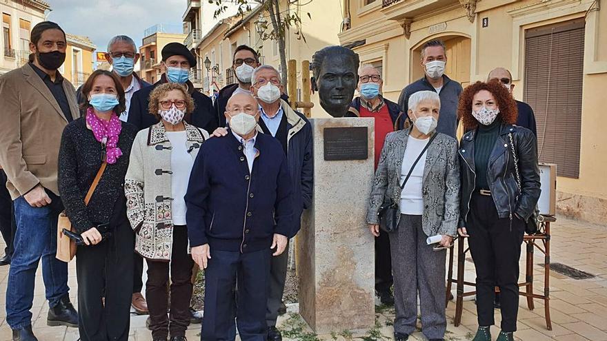 Massarrojos homenajea a Nicolau Primitiu con un busto en la calle
