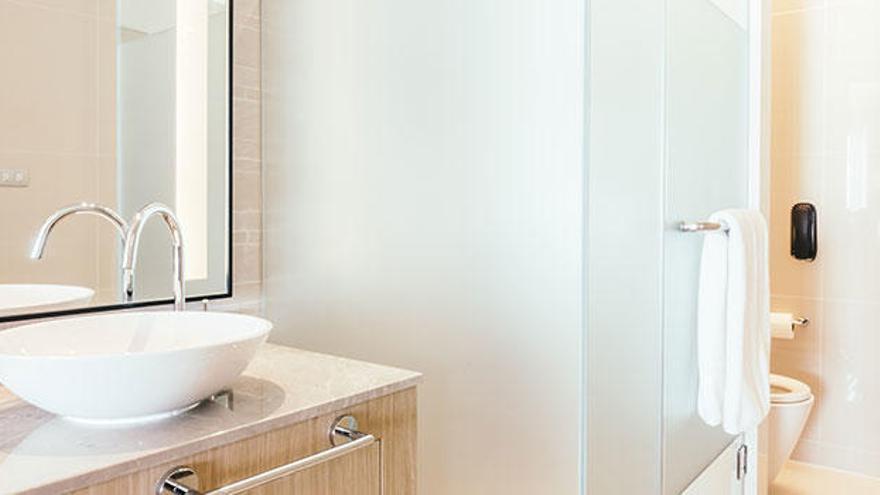 5 consejos para mantener impecable la mampara de baño