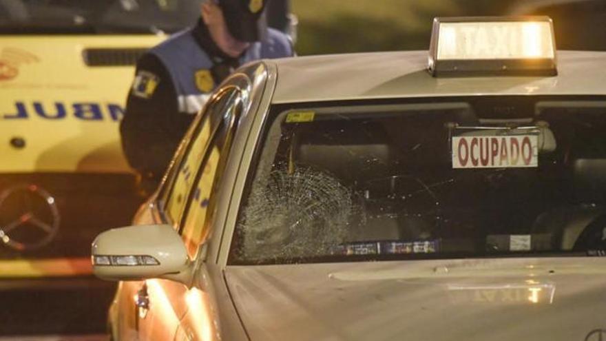 Una herida grave al arrollar un taxi a un patinete eléctrico en Las Palmas