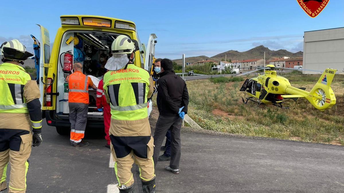 Un hombre ha resultado herido grave tras caer por un talud de unos cuatro metros en un camino de Chodes esta mañana.