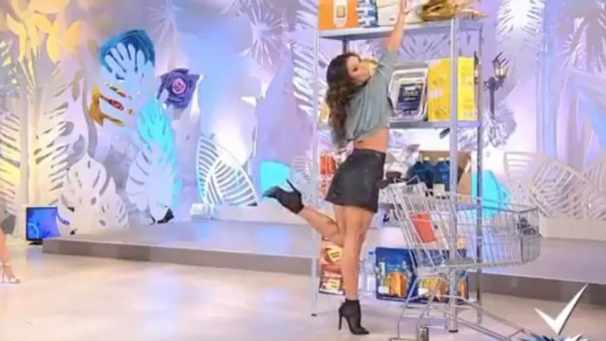 La televisión italiana presenta un tutorial para que las mujeres sean sexys haciendo la compra