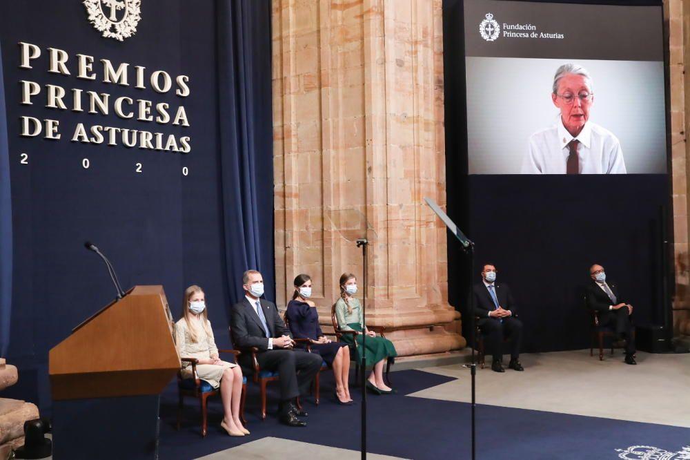 La Familia Real sigue la intervención, con saludo grabado, de la premio de las Letras Anne Carson.
