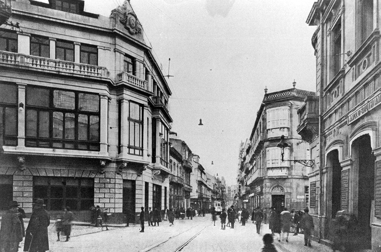 Foto de archivo de Príncipe y la sede del Mercantil en 1927.jpg