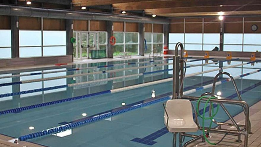 Sada decreta el cierre temporal de la piscina municipal por deficiencias en la cubierta