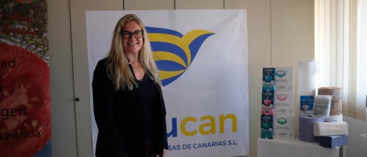 Raquel Malo, junto a un surtido de productos elaborados por Celucan. | | JOSÉ CARLOS GUERRA