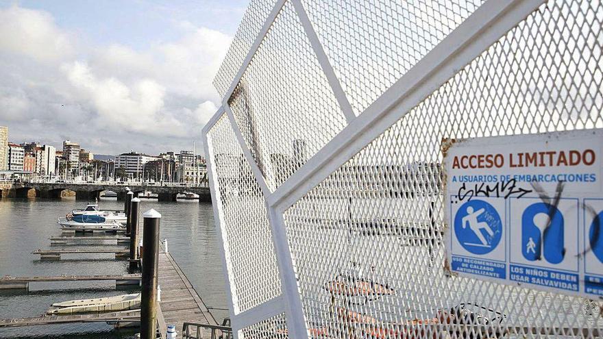 El turismo náutico se desploma en el Puerto Deportivo debido al coronavirus