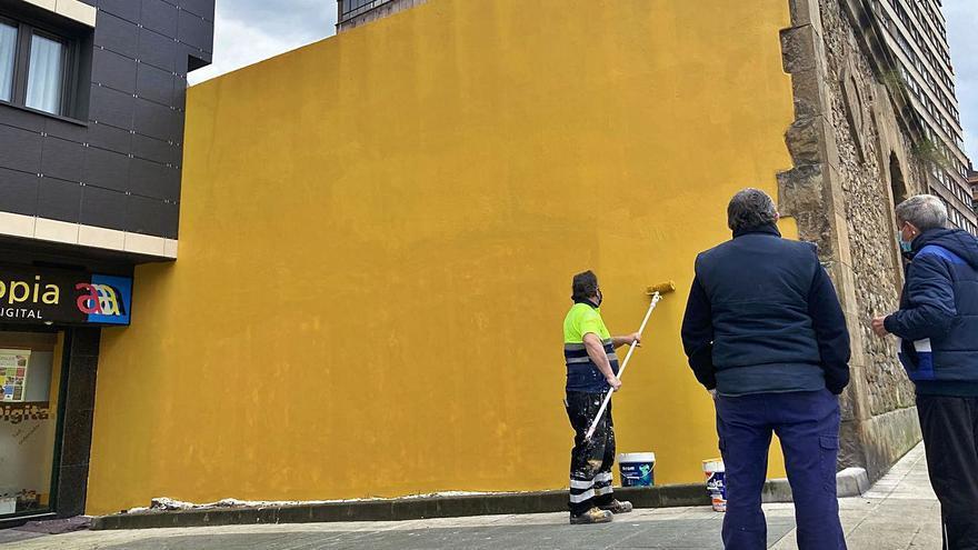 Eliminado el grafiti que durante años afeó el lavadero de González Abarca