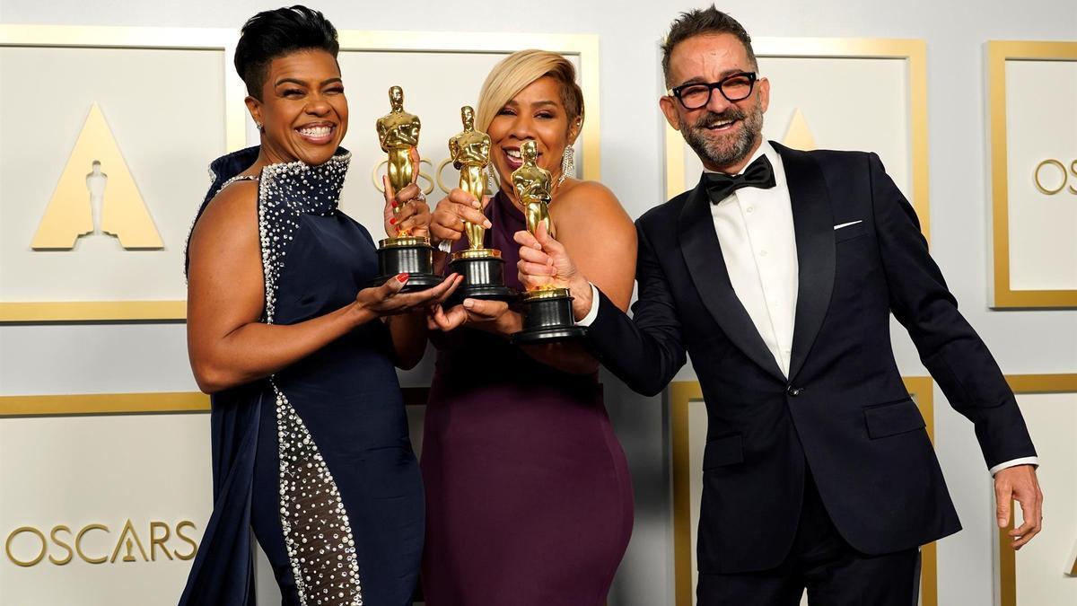 López-Rivera, con el Oscar junto a Mia Neal y Jamika Wilson.