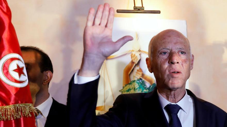 Los sondeos prevén una victoria arrolladora en Túnez del ultraconservador Saied